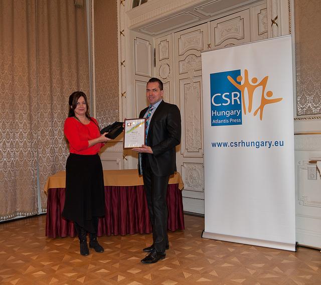 Fülöp Szilvia (a Magyar Reklámszövetség főtitkára) és Kanyó Roland (dm Drogerie Kft/CSR Hungary Díj 2015