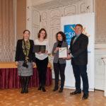 dr. Szentivány Ágnes (Joint Venture Szövetség) és Márton Csilla (Magyar Telekom Nyrt), valamint a Digitális Tudás Akadémia képviselői/CSR Hungary Díj 2015